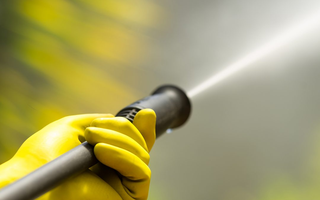 4 Advantages to Hiring a Pressure Washing Service
